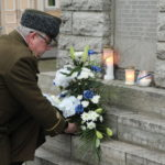 Kaitseliitlased kaunistavad sünnipäeva puhul Vabadussõja mälestusmärgid pärgadega – Lääne Elu